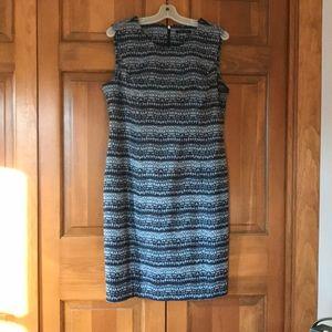 Blue pattern sleeveless dress